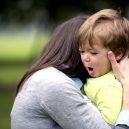 8 opravdu bizarních žalob - hugs-stop-temper-tantrums