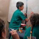 Školu dvanáctiletého Nica navštěvují kromě dětí i dospělí - o_1543769102