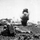 Voják co odmítal zabíjet – Desmond Doss - okinawa-explosion