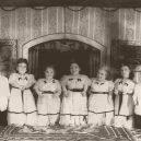 Trpasličí rodinka celá přežila hrůzy v Osvětimi - vintage-the-ovitz-family-seven-dwarfs-of-auschwitz-1940s-03