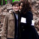 16 opravdu povedených snímků z natáčení Harryho Pottera. Takhle oblíbeného brýlatého kouzelníka a jeho přátele nejspíš neznáte - bellatrix-le-strange-harry-potter