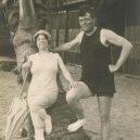 Život a smrt jednoho z největších dobrodruhů. Jack London zemřel v pouhých 40 letech - Londons_surfing_in_hawaii