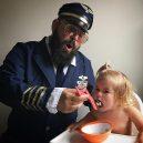 Otec tvoří pro svou dcerku roztomilé fotografie na Instagramu. Sledují ho statisíce lidí - sbsolly_40451860_2323637834627918_3565609826088555785_n
