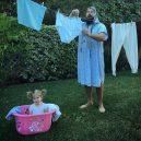 Otec tvoří pro svou dcerku roztomilé fotografie na Instagramu. Sledují ho statisíce lidí - sbsolly_42186938_493179834531115_1908677068384272171_n