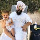 Otec tvoří pro svou dcerku roztomilé fotografie na Instagramu. Sledují ho statisíce lidí - sbsolly_44853190_749976692046161_3986648636022453197_n