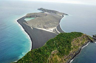 Ostrov se objevil v blízkosti státu Tonga v roce 2015.