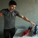 Lego, které mění životy. Student z oblíbené stavenice vyrobil plně funční robotickou náhradu ruky - Screenshot 2019-02-20 at 05.14.24