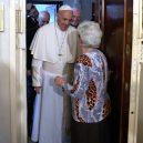 Jaký je vlastně papež? Podívejte se na 7 snímků, které ukazují, že současná hlava církve je člověk, jako každý z nás - 5a3aa6dbfcdf1e61128b4634-960-720