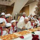 Jaký je vlastně papež? Podívejte se na 7 snímků, které ukazují, že současná hlava církve je člověk, jako každý z nás - 5a3aa6dcae7f5928008b45bc-960-720