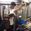Podívejte se na frajery, kteří se čtení knih jen tak nevzdají - 39515547_1781322518646917_7069456267307122688_n