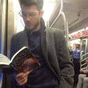 Podívejte se na frajery, kteří se čtení knih jen tak nevzdají - 39519391_1781322538646915_6377674758342836224_n