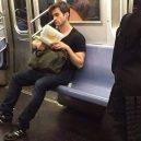 Podívejte se na frajery, kteří se čtení knih jen tak nevzdají - 39522039_1781322668646902_4909932262608338944_n