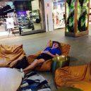Katastrofální důsledky nakupování s partnerkou aneb noční můra (skoro) každého muže - 43072094_1696214587151013_1246261765403049984_n