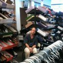 Katastrofální důsledky nakupování s partnerkou aneb noční můra (skoro) každého muže - 43145698_1696214210484384_192493656748326912_n