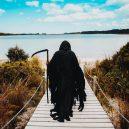 Podívejte se na vtipné fotografie smrtky u vody. Swim Reaper navíc slouží dobrému účelu - 58443007_971422353063815_5539414218677157888_n