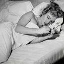 Neuvěřitelné snímky z minulosti i současnosti, které dokazují, že stroj času nejspíš opravdu existuje - Marilyn-Monroe-Time-Travel-Photo