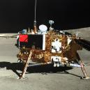 Čínská sonda jako první přistála na odvrácené straně Měsíce. Podívejte se na unikátní fotografie z její mise - Screenshot 2019-04-22 at 09.55.01