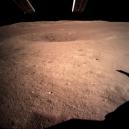 Čínská sonda jako první přistála na odvrácené straně Měsíce. Podívejte se na unikátní fotografie z její mise - Screenshot 2019-04-22 at 09.55.45