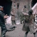Jak probíhalo natáčení epické bitvy o Zimohrad? Podívejte se do zákulisí nejčerstvější epizody Game of Thrones - Screenshot 2019-04-30 at 18.55.12