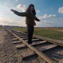 Neznalost nebo neúcta k mrtvým? Bizarních selfie uprostřed vzpomínek na holokaust není málo - SEI_57949086