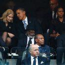 Jak to chodí u Obamových. Michelle ukázala rozdováděnému prezidentovi, kde je jeho místo - z15112567V,Helle-Thorning-Schmidt-i-Barack-Obama-pograzeni-w-