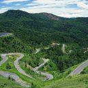 Fascinující záběry čínských dopravních staveb - 04 Aizhai Winding Mountain Road