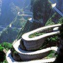 Fascinující záběry čínských dopravních staveb - 06 Tianmen Mountain Winding Mountain Road