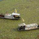 Peklo na zemi. Takhle vypadá život v znečištěné Číně - barges-in-polluted-river