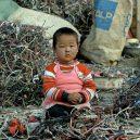 Peklo na zemi. Takhle vypadá život v znečištěné Číně - china-environment-kid-playing-with-electronics