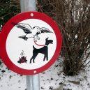 Nejpodivnější cedule a zákazy, které můžete po světě najít - Funny-Signs-Dog-28