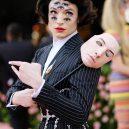 Nejvýrazněji oblečení muži na Met Gala 2019 - gettyimages-1147433827-ezra-miller