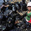 Peklo na zemi. Takhle vypadá život v znečištěné Číně - oil-spill-in-china