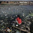 Peklo na zemi. Takhle vypadá život v znečištěné Číně - trash-in-a-river
