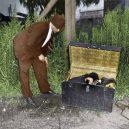 Oživlá kriminální historie – podívejte se, jak se vraždilo v minulém století - dead-body-in-trunk
