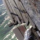 Smrtelná stezka do čínské čajovny na vrcholu Květinové hory láká tisíce turistů - hiking-trail-huashan-mountain-china-12