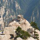 Smrtelná stezka do čínské čajovny na vrcholu Květinové hory láká tisíce turistů - hiking-trail-huashan-mountain-china-14