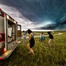Lovec bouřek: Von Wong - i-put-ordinary-people-in-front-of-epic-supercells-3__880
