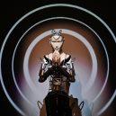 Hliníkový kněz káže v budhistickém chrámu - 190828163104-japan-robot-priest