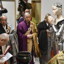 Hliníkový kněz káže v budhistickém chrámu - b-kannon-a-20190224