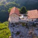 Gruzínský pilíř Katskhi – dávné místo poustevníků - monk3