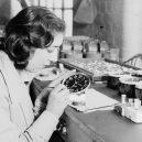 """""""Radium Girls"""" – dívky, které kvůli své práci zůstaly v lepším případě pouze znetvořené - radium-girls-painting-dial"""