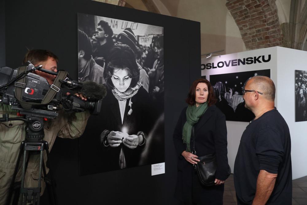 Helena Vodenková před třiceti lety a dnes (vpravo režisér David Vondráček)