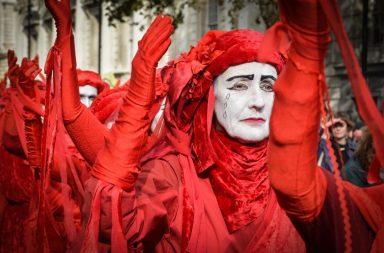 Nobody expects Spanish inquisition – nedávné protesty Xrebellion v Londýně připomínají jeden slavný skeč z Monty Python Flying Circus