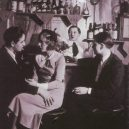 Le Monocle – nejslavnější lesbický podnik divoké Paříže 20. let - Lesbian couple at Le Monocle, Paris, 1932 (3)