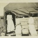 Největší rasové nepokoje v historii USA zůstaly zapomenuty - red-cross-workers-refugee