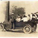 Největší rasové nepokoje v historii USA zůstaly zapomenuty - tulsa-riots-car