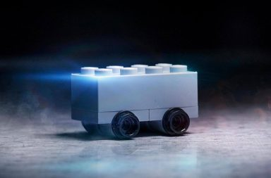 Z hranatého elektromobilu si vystřelilo i samotné LEGO, které přišlo se svojí vlastní variantou Cybertrucku, postavenou ze těchto světoznámých kostiček.