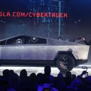 Co přináší Muskův revoluční elektrický pickup Cybertruck? Jeho kontroverzní vzhled pobouřil i skalní fanoušky Tesly - Screenshot 2019-11-23 at 02.16.03