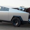 Co přináší Muskův revoluční elektrický pickup Cybertruck? Jeho kontroverzní vzhled pobouřil i skalní fanoušky Tesly - Screenshot 2019-11-23 at 02.16.48
