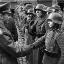 """Pět dní před svou smrtí ocenil Hitler malé """"vojáky"""" - Willi_Hübner_Goebbels_1945"""